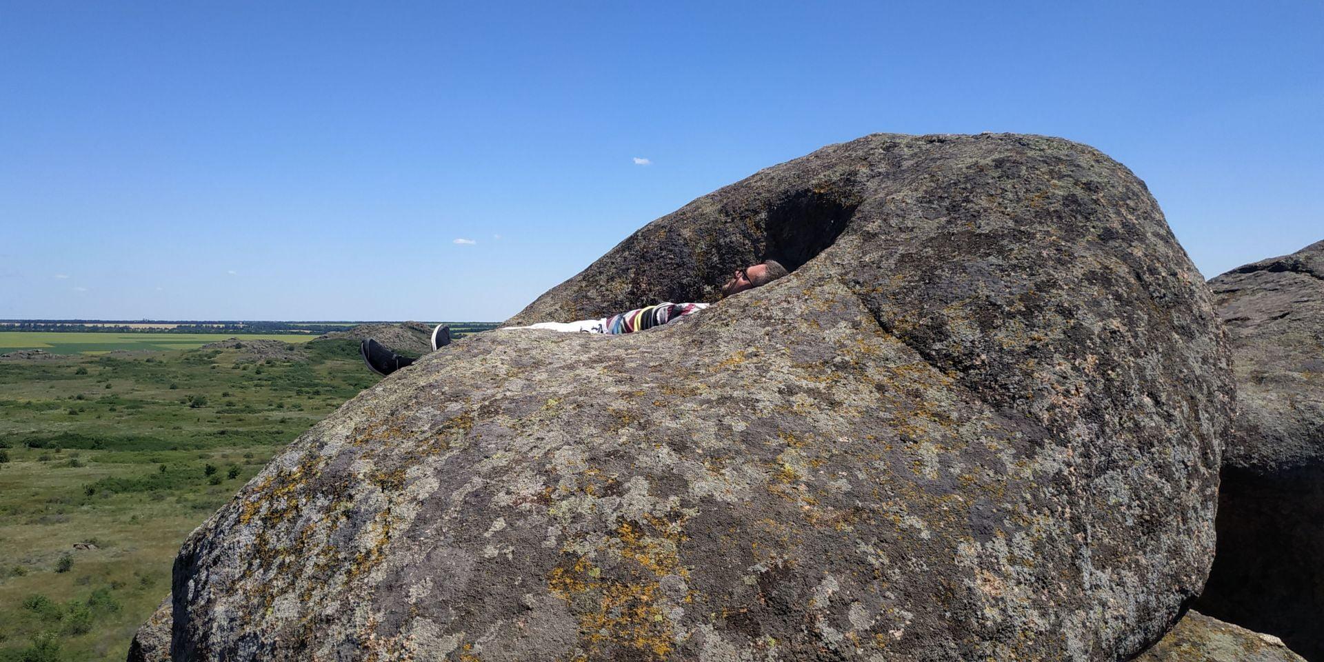 гора лягушка каменные могилы