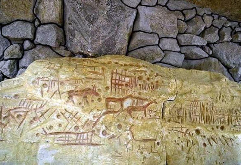 наскальные рисунки каменная могила