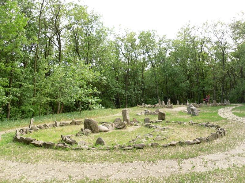 Древние святилища и кромлехи острова Хортица