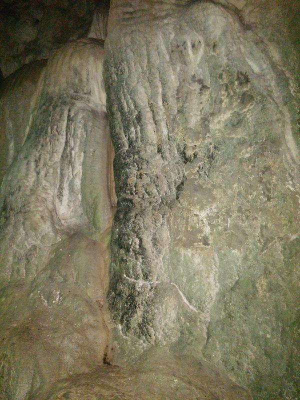 карстовая пещера молочный камень