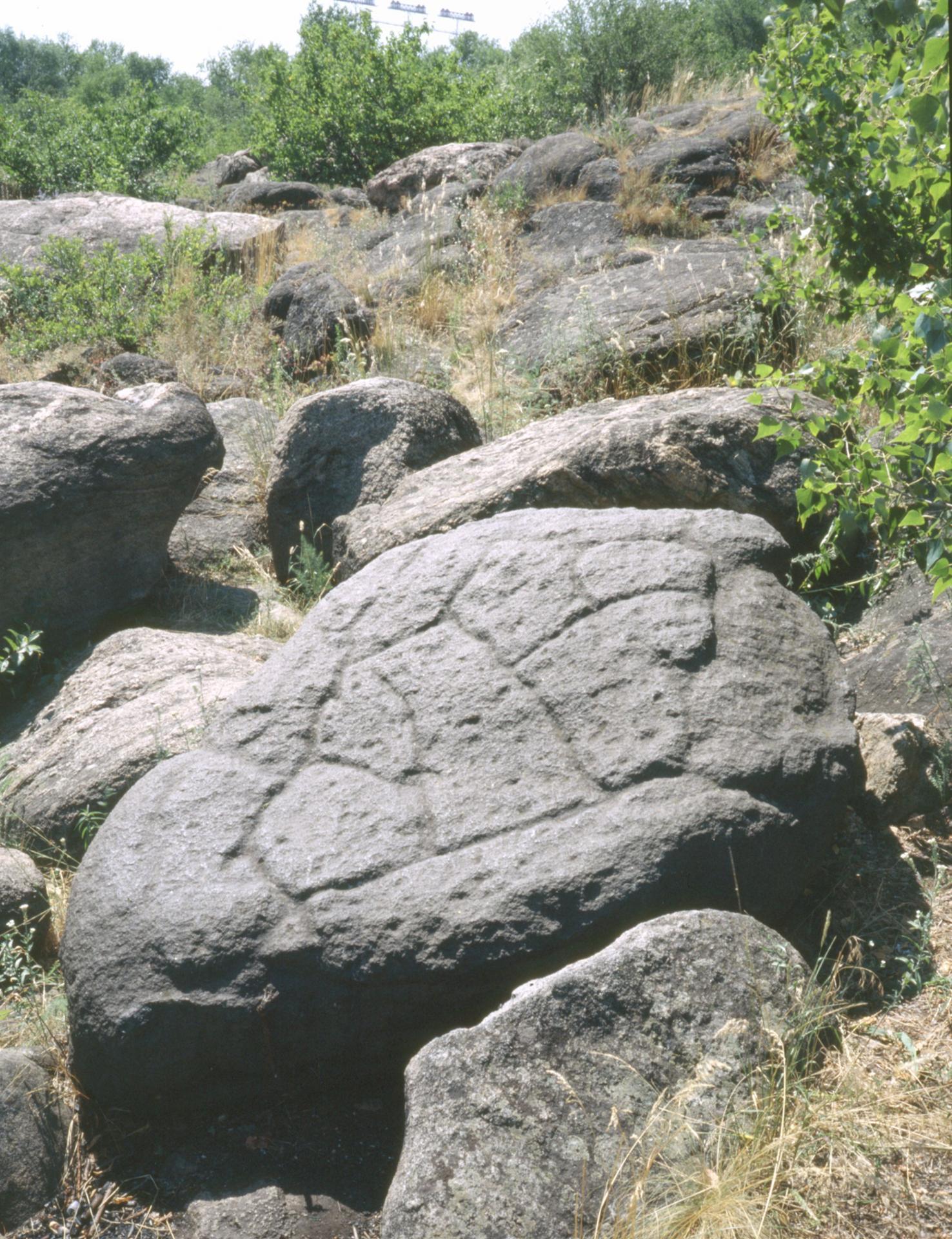 Черный камень на острове хортицы