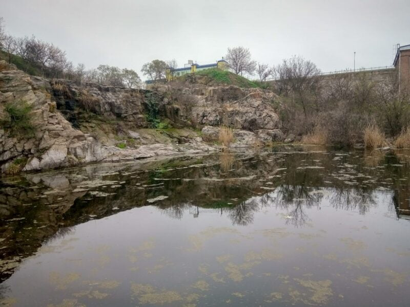 водопад белые камни