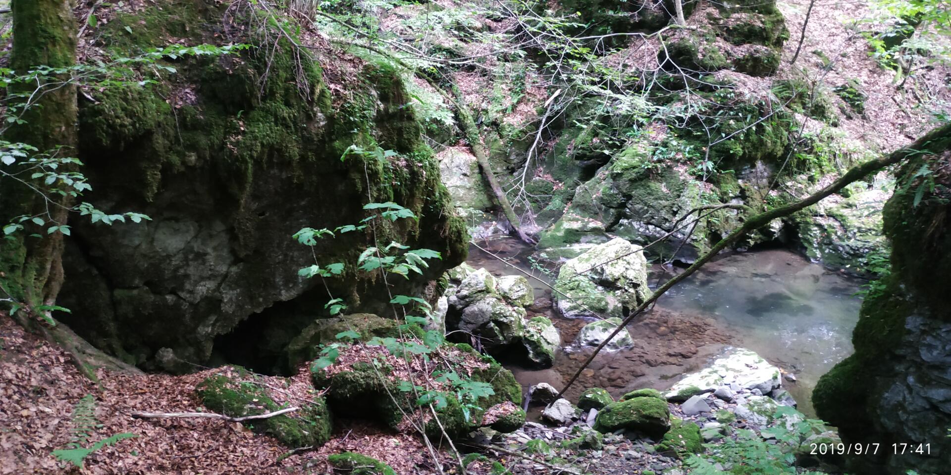 Пещеры Закарпатья в Малой Угольке